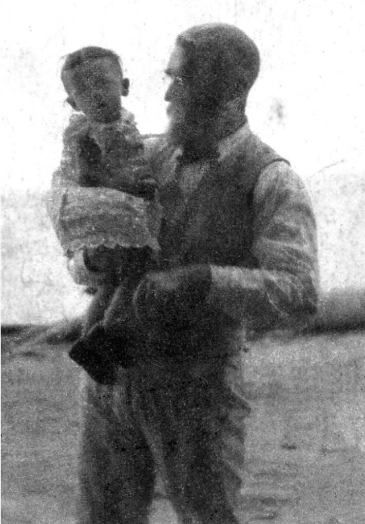 Jeremiah Murphy with his son Harro.